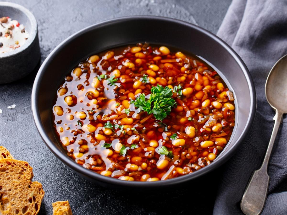 Συνταγή για πικάντικη φασολάδα