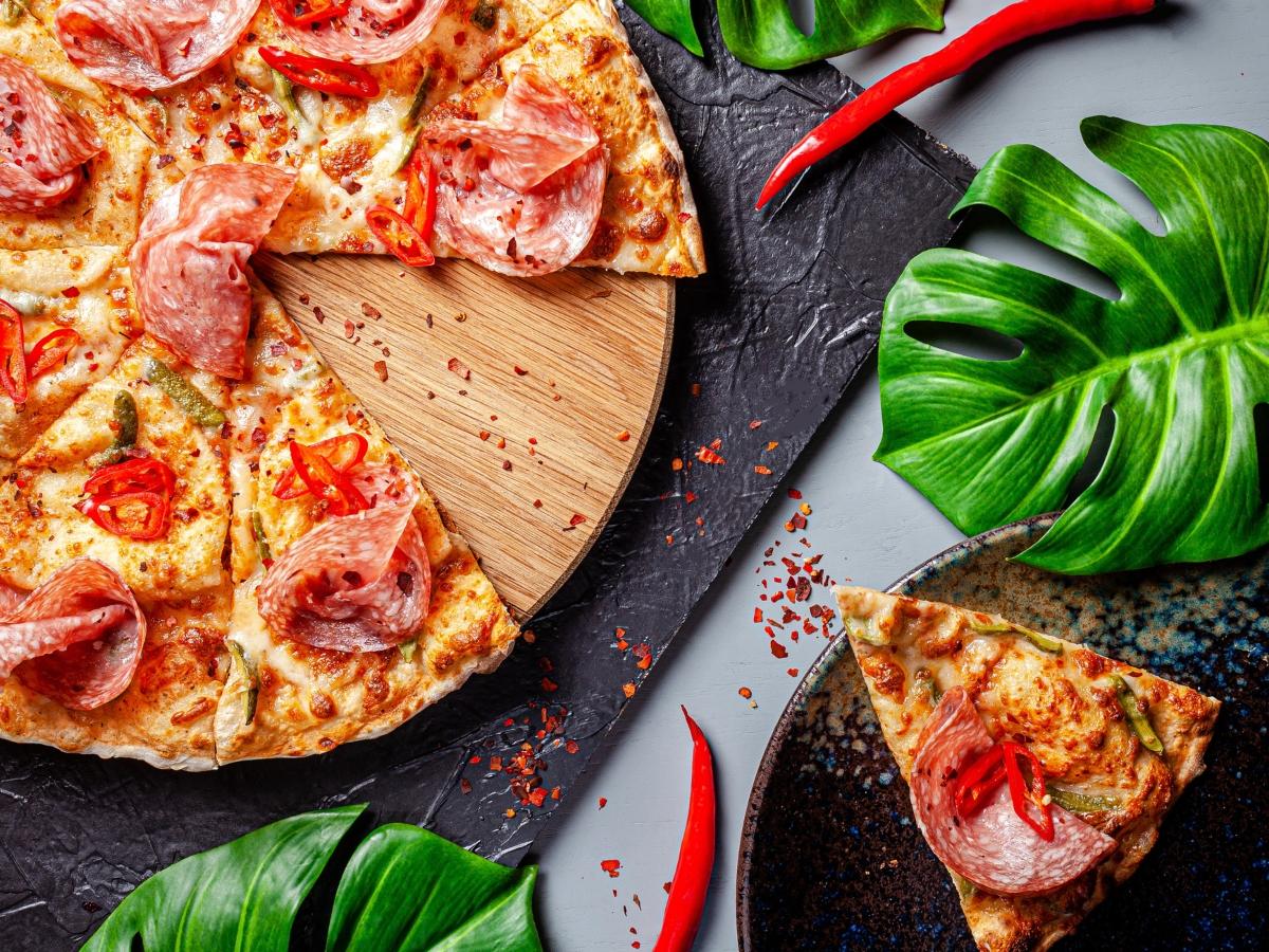 Συνταγή για light πίτσα με ζύμη από τορτίγια