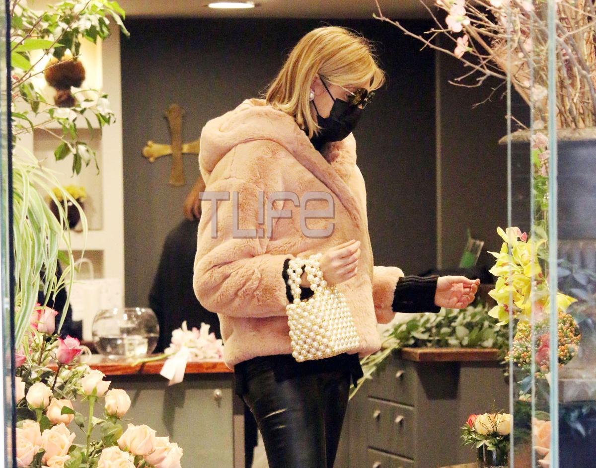 Σάσα Σταμάτη: Γιατί αγόρασε στον εαυτό της λουλούδια;