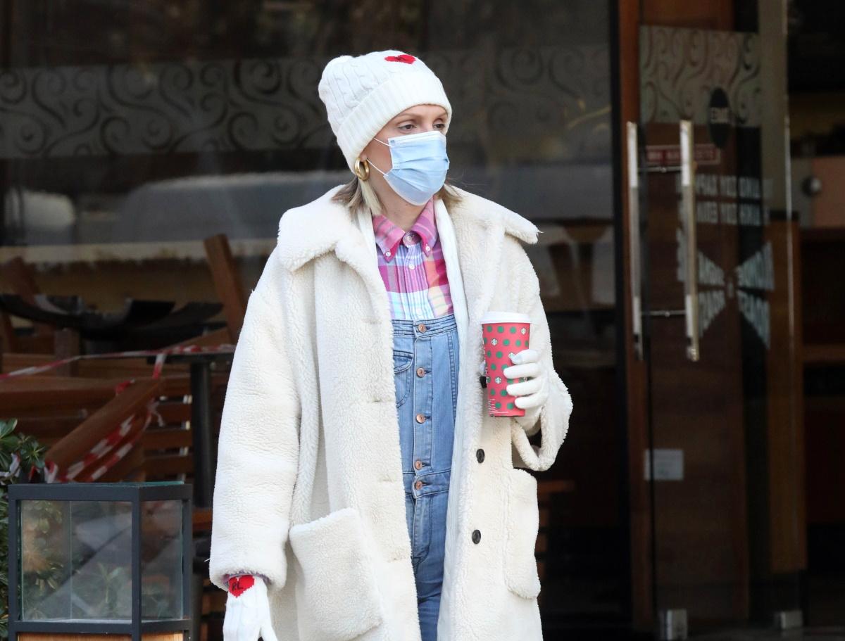 Σάσα Σταμάτη: Με χειμωνιάτικο look στη Γλυφάδα λίγο πριν το Battle of Couples