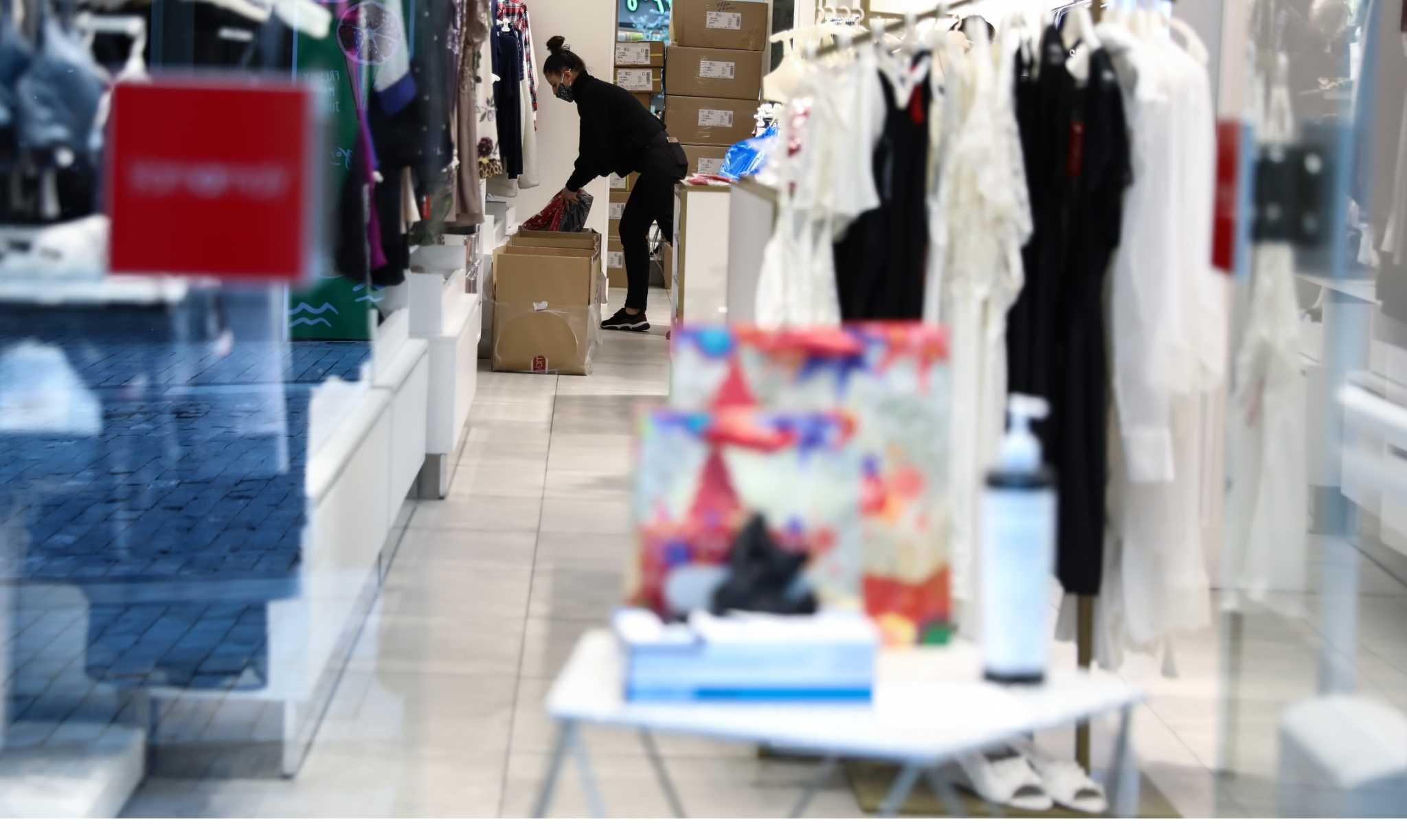 Ανοίγουν με όρους τα καταστήματα – Θα ψωνίζουμε με ραντεβού και μόνο στην περιοχή μας