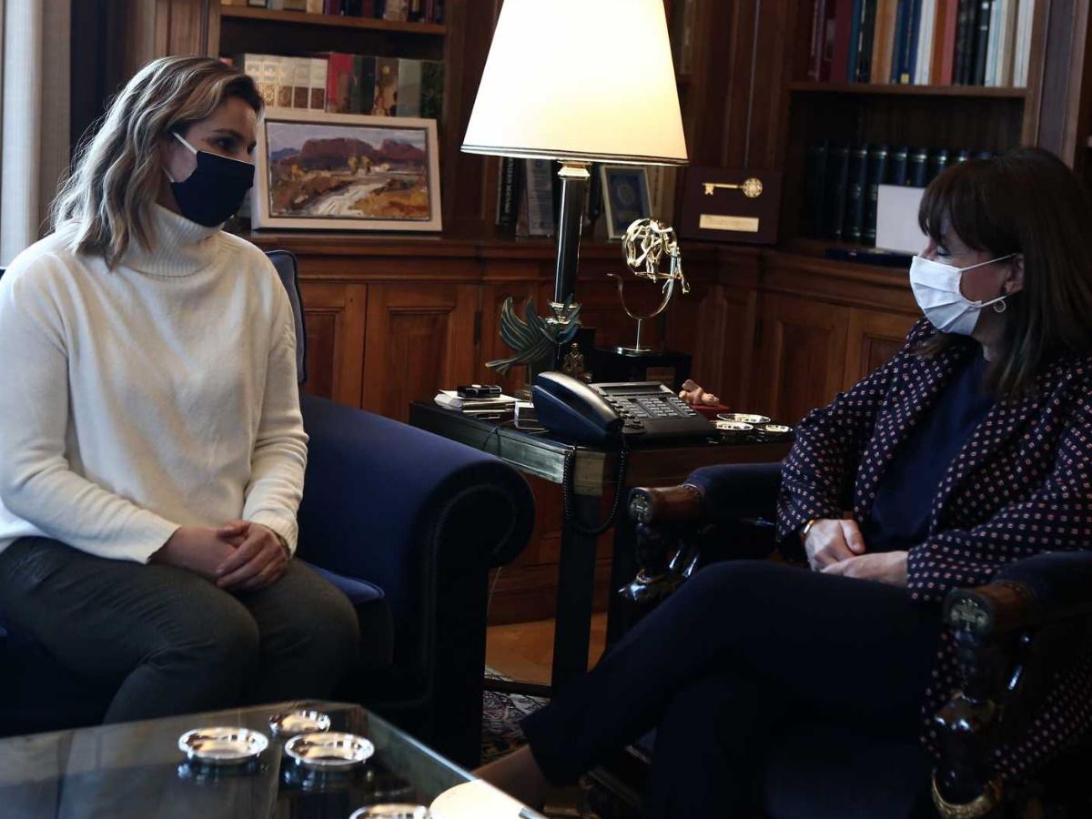 Η Σοφία Μπεκατώρου συναντήθηκε με την Κατερίνα Σακελλαροπούλου – Το μήνυμα της Προέδρου της Δημοκρατίας