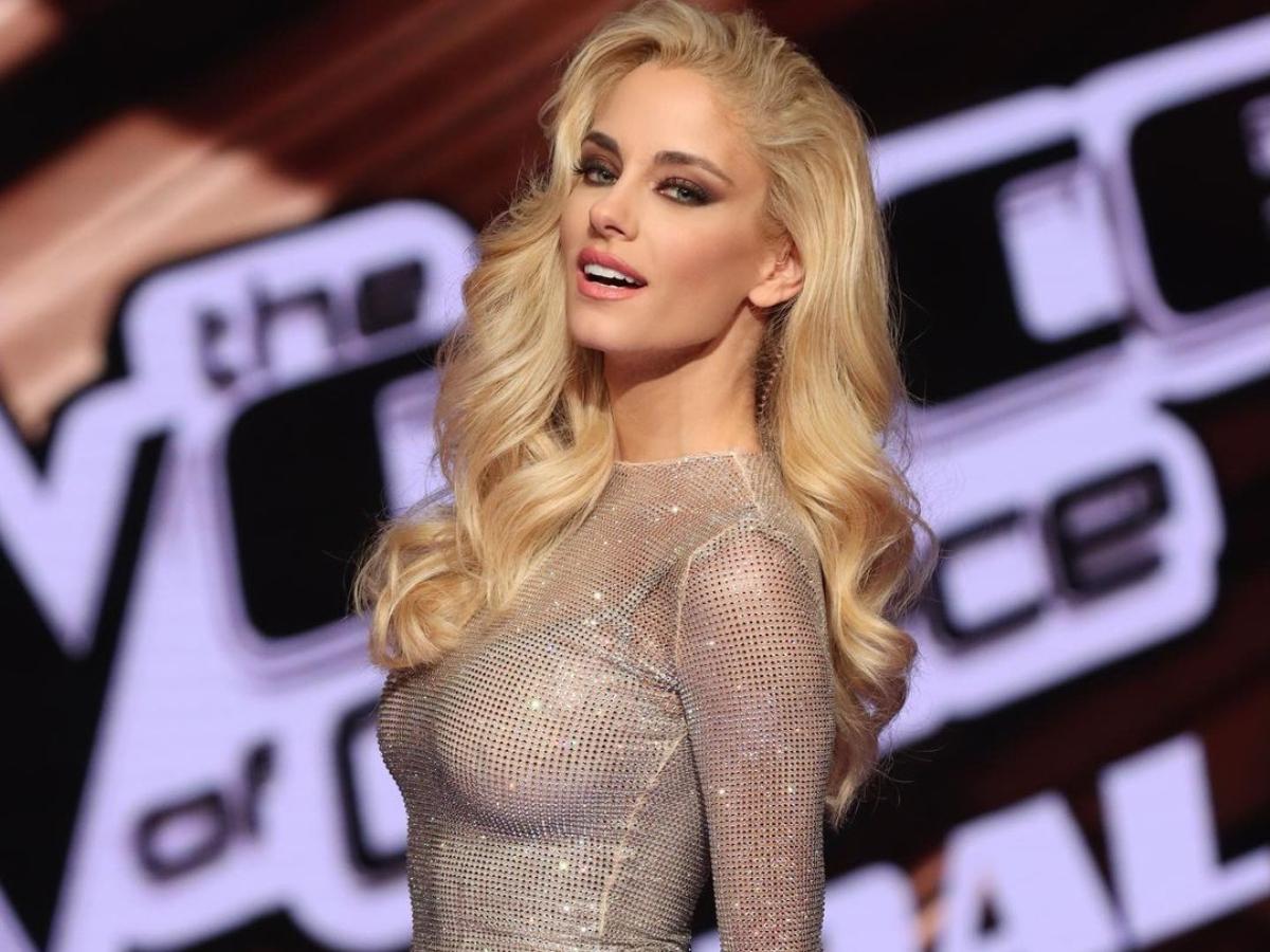 H Δούκισσα Νομικού εντυπωσίασε με Couture φόρεμα της Celia Krithariοti στον τελικό του The Voice