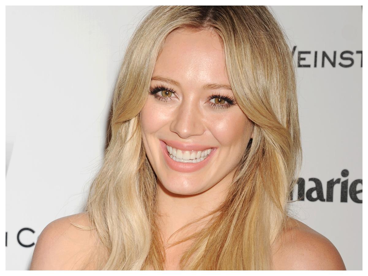 Η Hilary Duff αποκάλυψε το φύλο του παιδιού με το νέο της χρώμα μαλλιών;