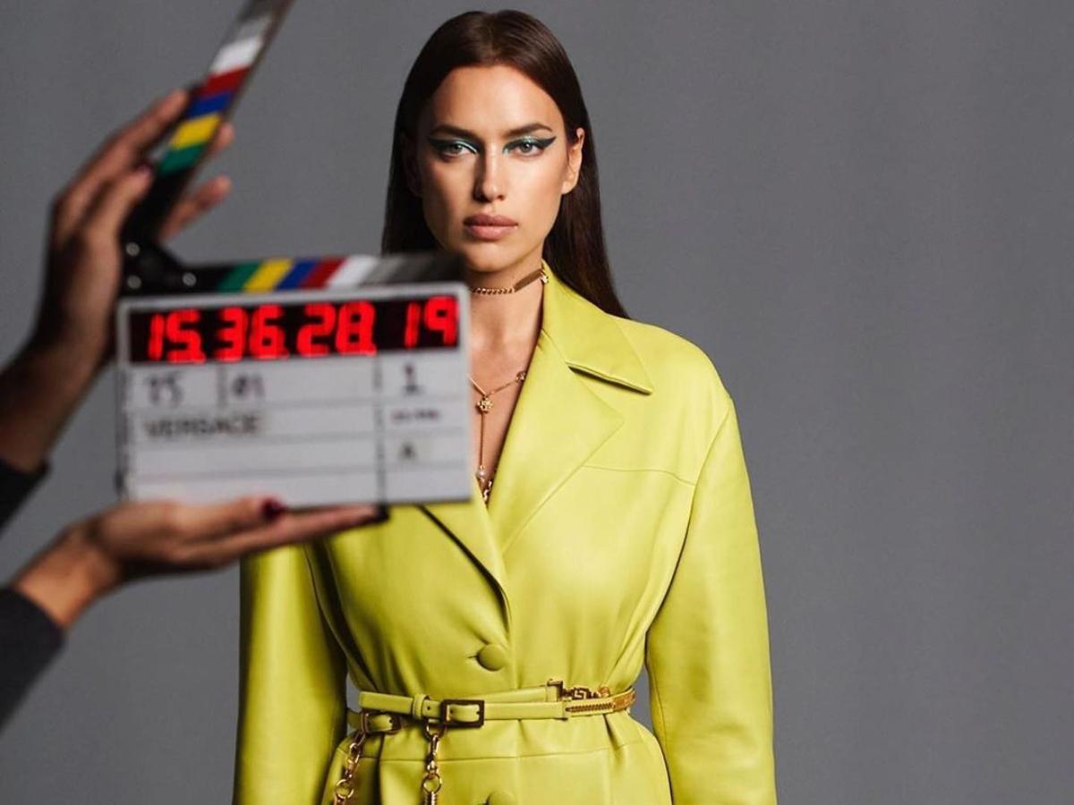 Αγνώριστη ποζάρει η Irina Shayk σε εξώφυλλο της Vogue