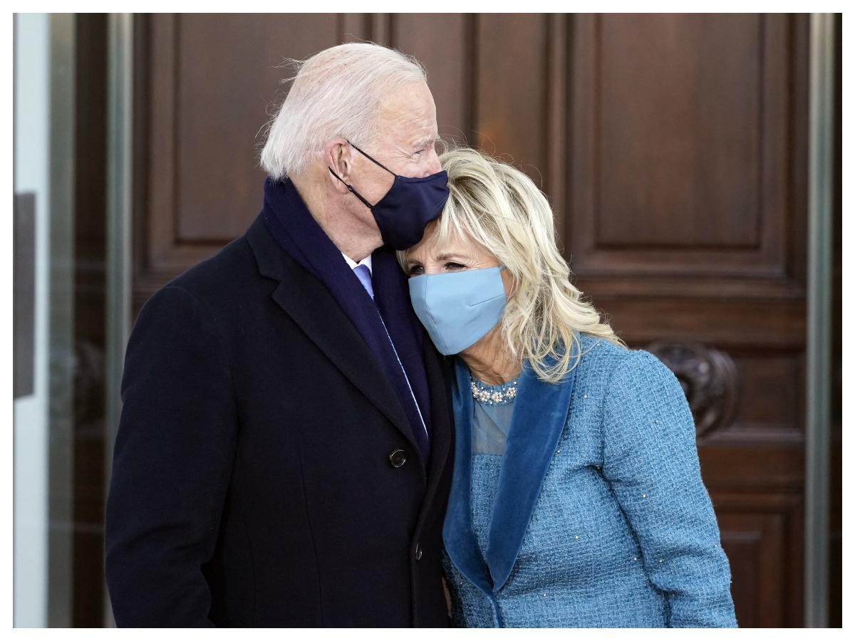 H Jill Biden φόρεσε scrunchie και το twitter πήρε φωτιά