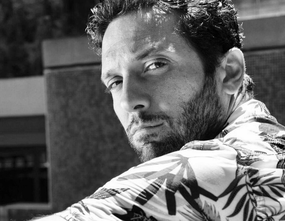 Δημήτρης Μοθωναίος: Οι όλο νόημα αναρτήσεις μετά τη σύλληψη του Δημήτρη Λιγνάδη