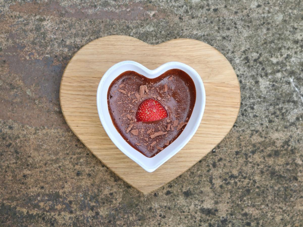 Συνταγή για μους σοκολάτας σε σχήμα καρδιάς