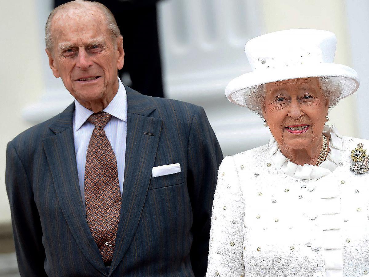 Παραμένει στο νοσοκομείο ο πρίγκιπας Φίλιππος – Η ανακοίνωση του Παλατιού