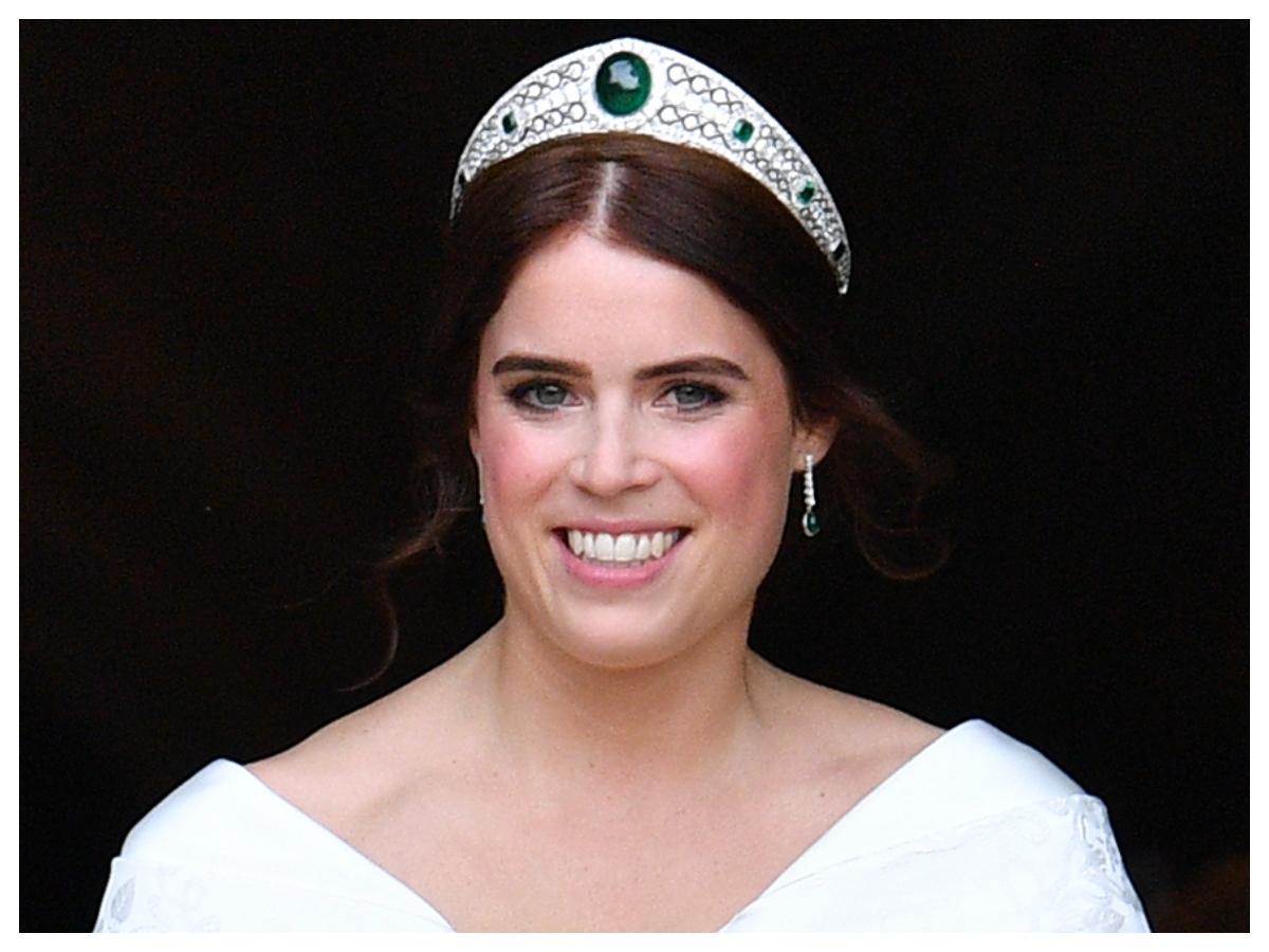 Η πριγκίπισσα Ευγενία φόρεσε ένα αξεσουάρ μαλλιών που θα θέλεις κι εσύ