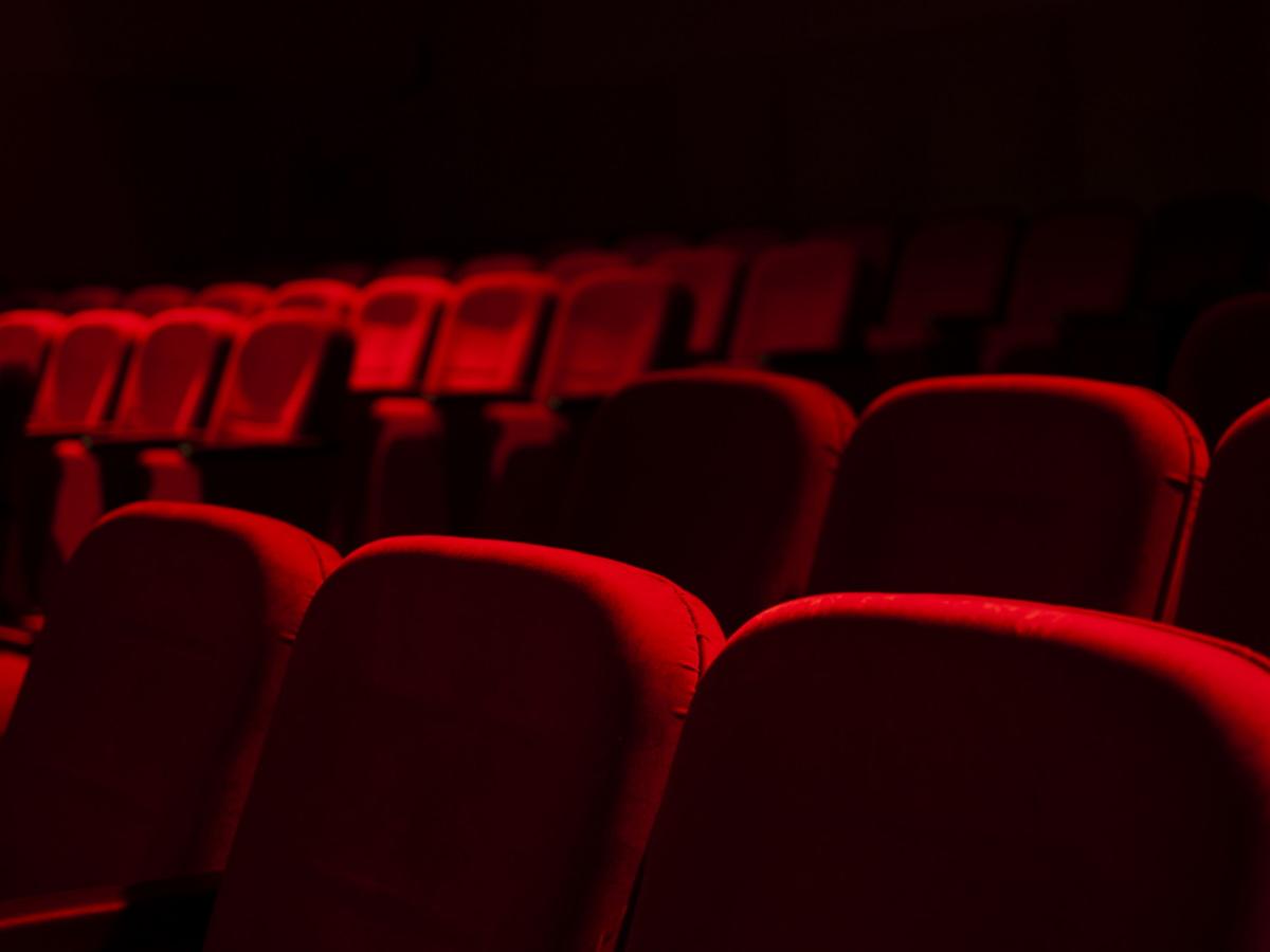 """Τρία γνωστά πρόσωπα στο """"κάδρο"""" για σεξουαλική παρενόχληση – Ο """"σκηνοθέτης με το μπουρνούζι"""" και ακόμη δύο"""