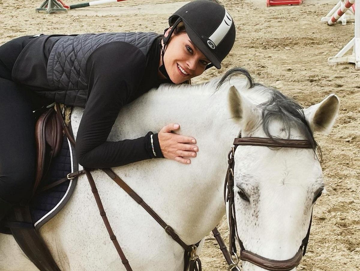 Υβόννη Μπόσνιακ: Μετακίνηση 6 για ιππασία μαζί με την κόρη της