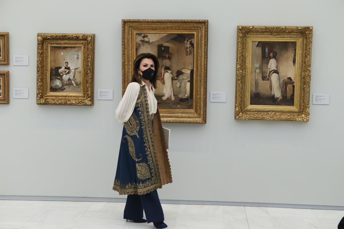 Η Γιάννα Αγγελοπούλου φόρεσε ένα παραδοσιακό γιλέκο με μοντέρνο στιλ
