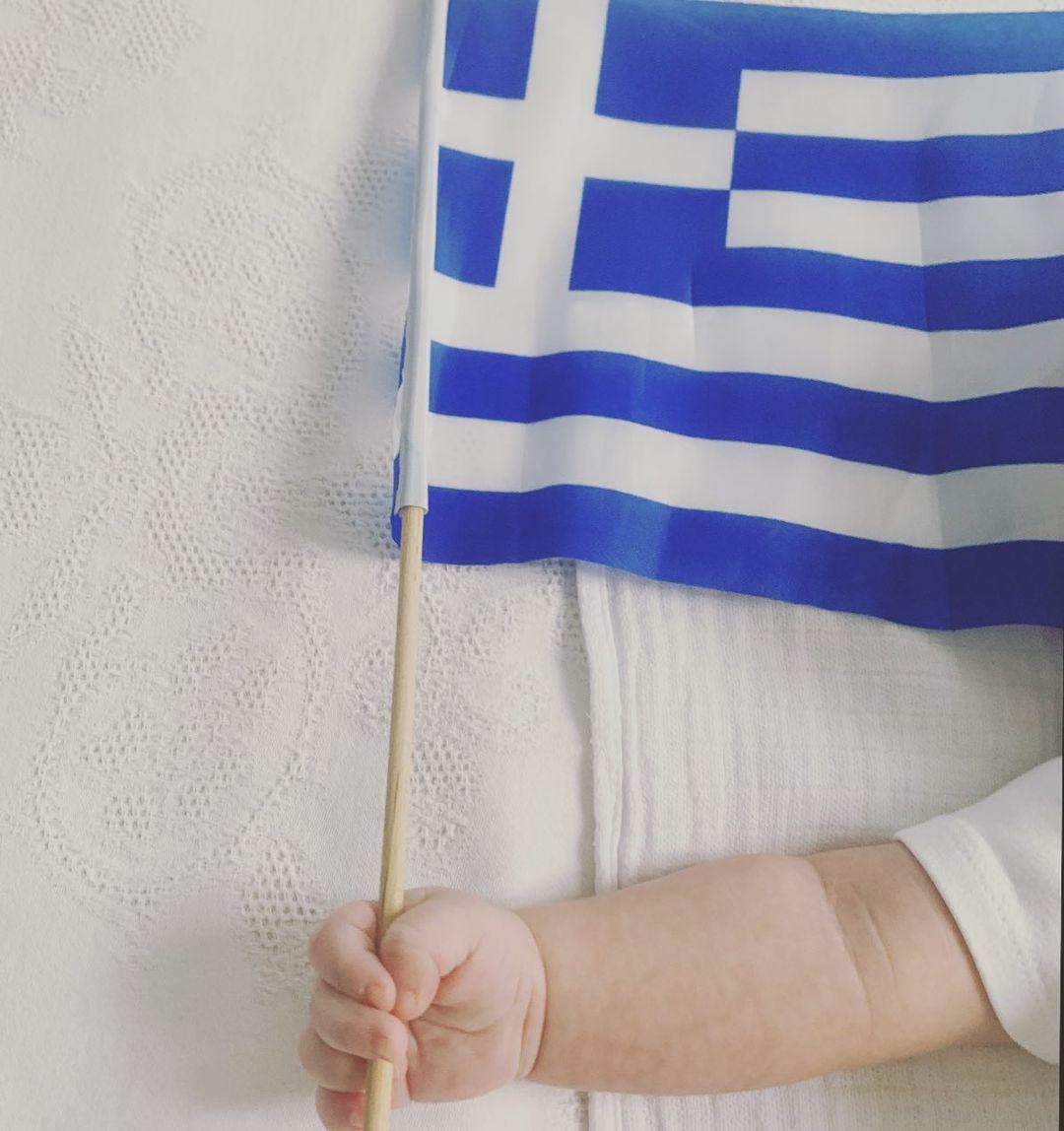 Τζένη Μπαλατσινού: Η φωτογραφία του 3 μηνών γιου της με αφορμή την επέτειο  των 200 χρόνων από την ελληνική Επανάσταση