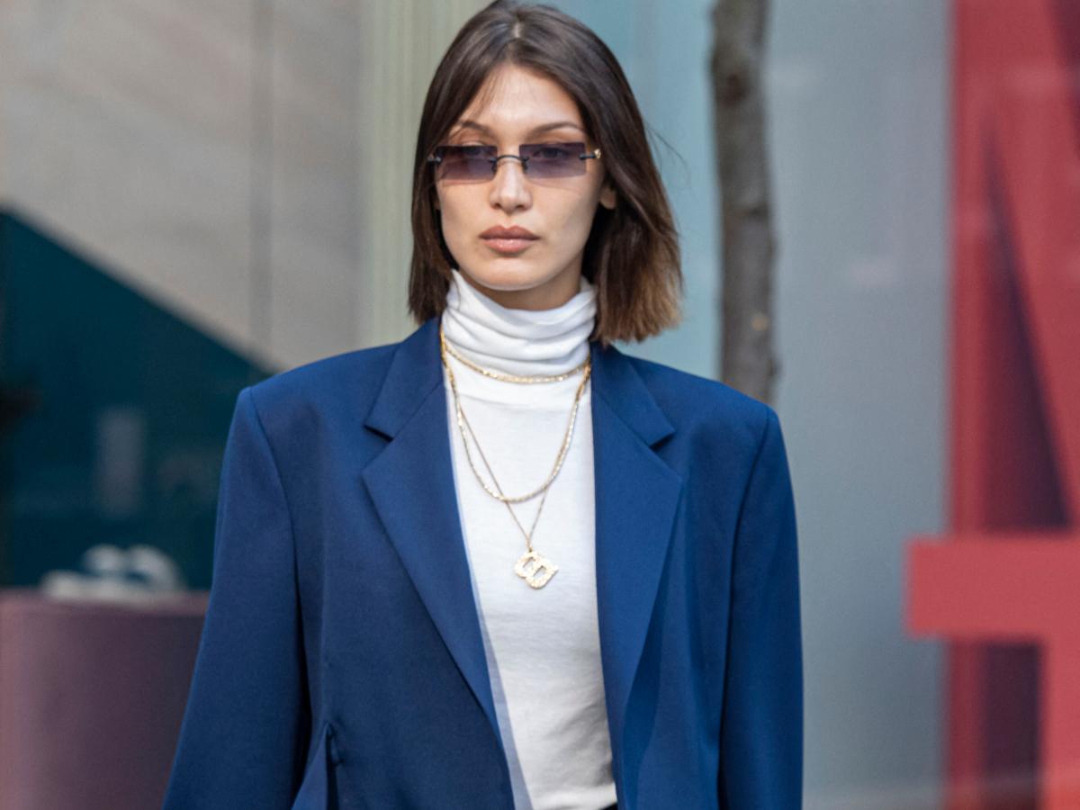 Weekend style: Η Bella Hadid μας δίνει ιδέα για cool εμφάνιση με κουστούμι