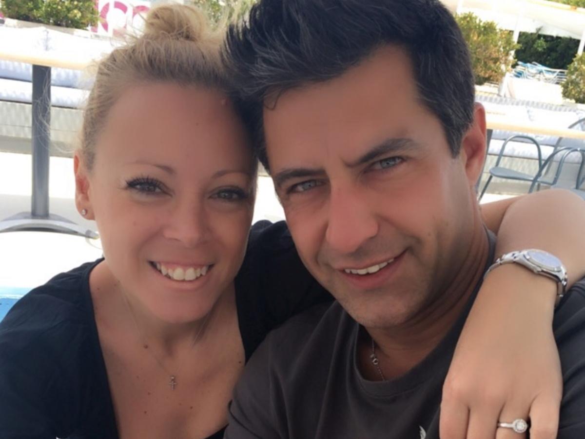 Ο Κωνσταντίνος Αγγελίδης χαμογελά λίγο πριν το κρίσιμο χειρουργείο – Η φωτογραφία που δημοσίευσε η σύζυγός του