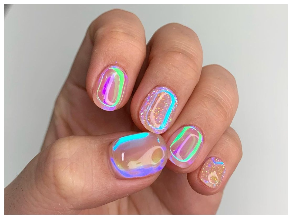 Aurora nails: από πού έχει πάρει το όνομά του το μανικιούρ που είναι τόσο μεγάλη τάση τώρα;