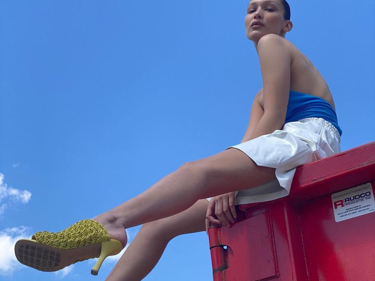 Η Gigi Hadid φωτογραφίζει καμπάνια στο σπίτι με την Βella μοντέλο