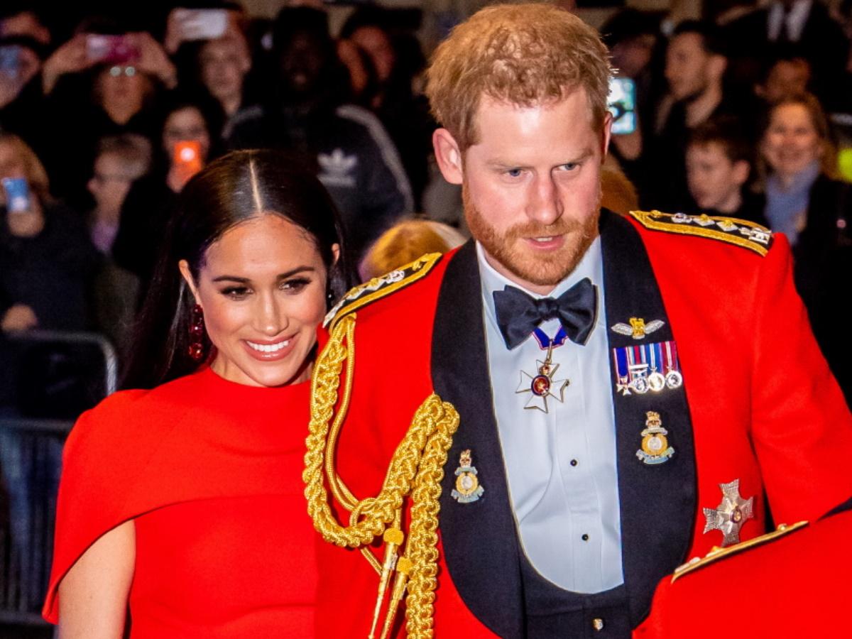 Η Μέγκαν Μαρκλ με πολύ φουσκώμενη κοιλίτσα αγκαλιά με τον Πρίγκιπα Χάρι και τον Άρτσι
