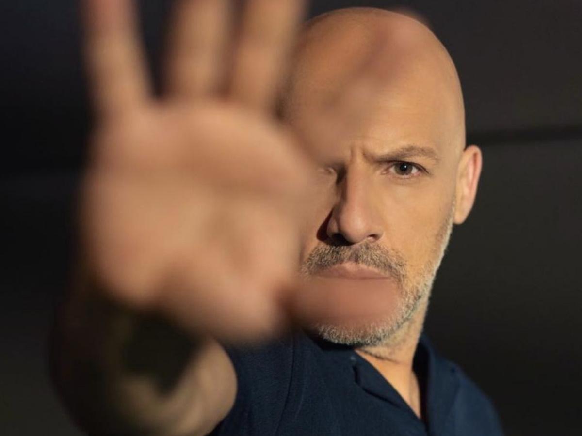 """Νίκος Μουτσινάς – Παίρνει θέση για τα επεισόδια βίας στη Νέα Σμύρνη: """"Αν απαντάς στη βία με βία, τότε…"""""""