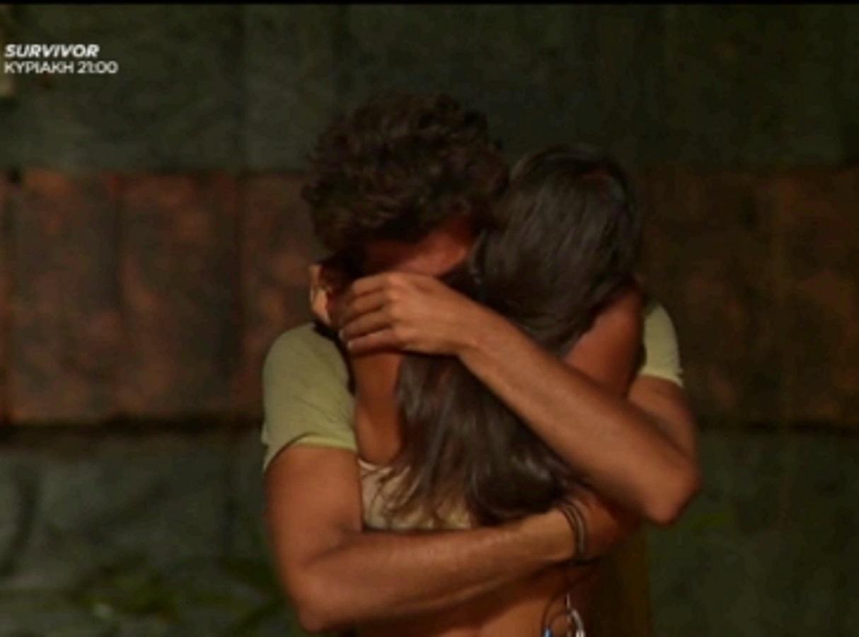 "Survivor – Άννα Μαρία Βέλλη: Το ""σ'αγαπώ"" και η σφιχτή αγκαλιά στον Νίκο Μπάρτζη, λίγο πριν από την αποχώρησή της"