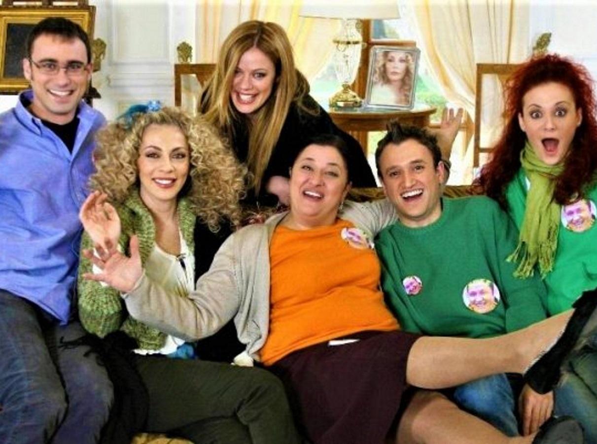 """Reunion για τους πρωταγωνιστές του """"Παρά πέντε"""", 14 χρόνια μετά το τέλος της σειράς – Η φωτογραφία που γύρισε πίσω στο χρόνο"""
