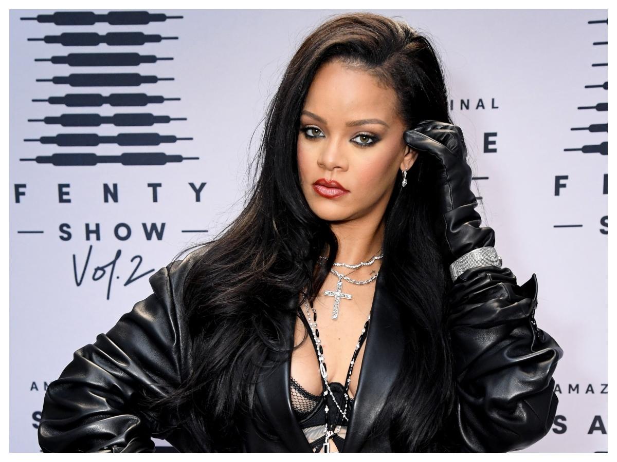 Το ανοιξιάτικο κούρεμα της Rihanna θα σε κάνει να θέλεις αφέλειες