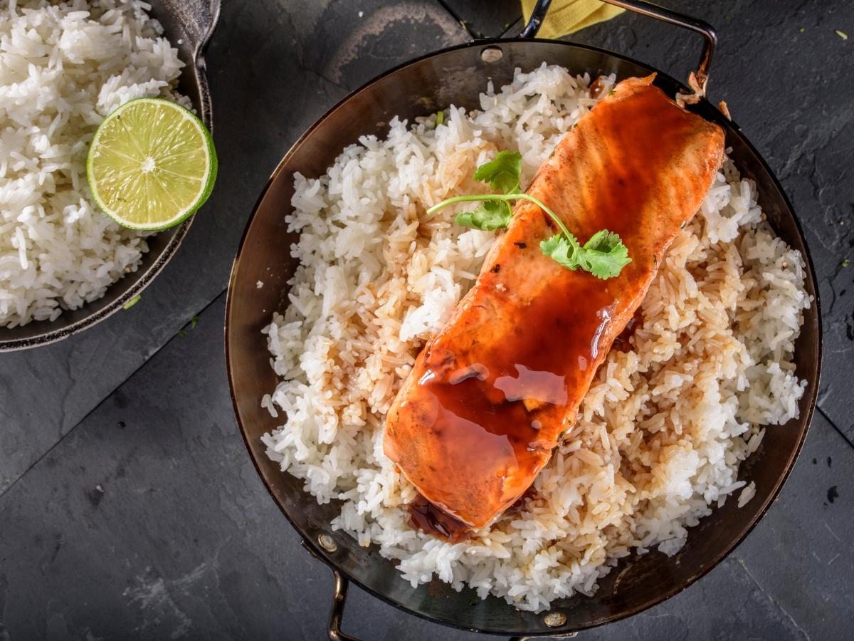Συνταγή για σολομό τεριγιάκι με ζεστό ρύζι