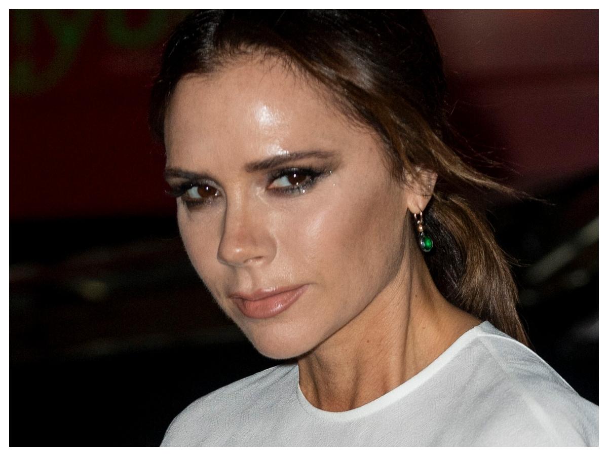 Η εννιάχρονη κόρη της Victoria Beckham έκανε μακιγιάζ στη μαμά της και το αποτέλεσμα ήταν σχεδόν επαγγελματικό!