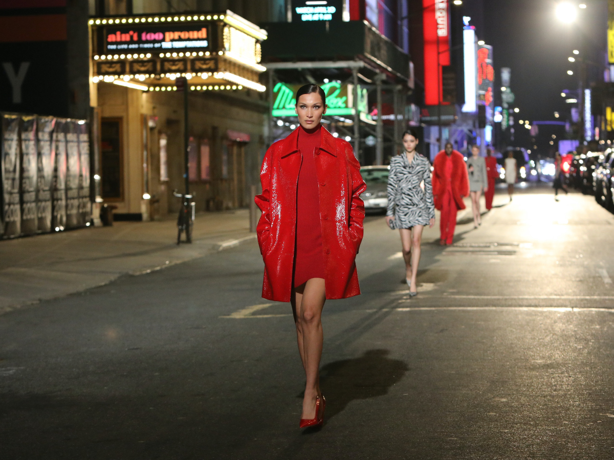 O Michael Kors γιόρτασε τα 40 χρόνια του στη μόδα με ένα εντυπωσιακό show στους δρόμους της Νέας Υόρκης