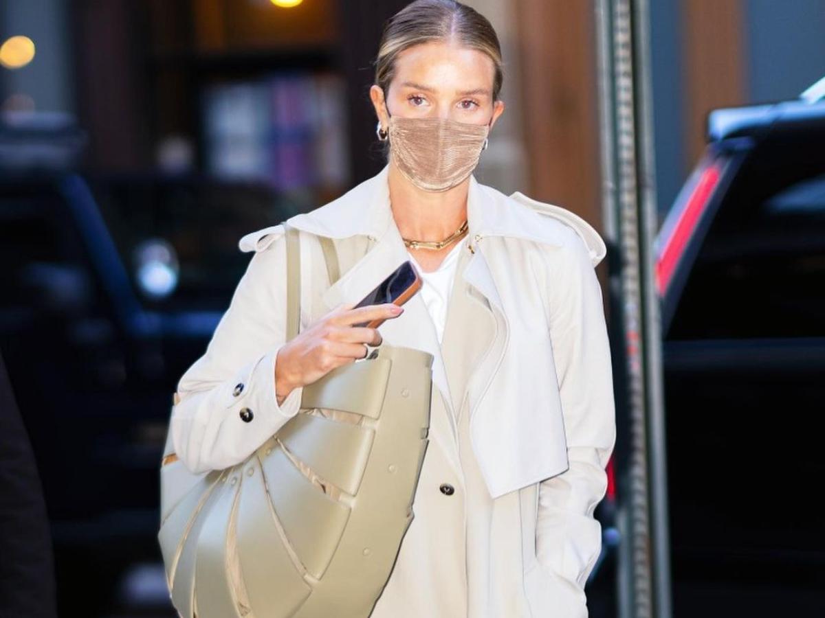 Πως συνδυάζουν τα supermodels την μάσκα με τα off duty σύνολα τους