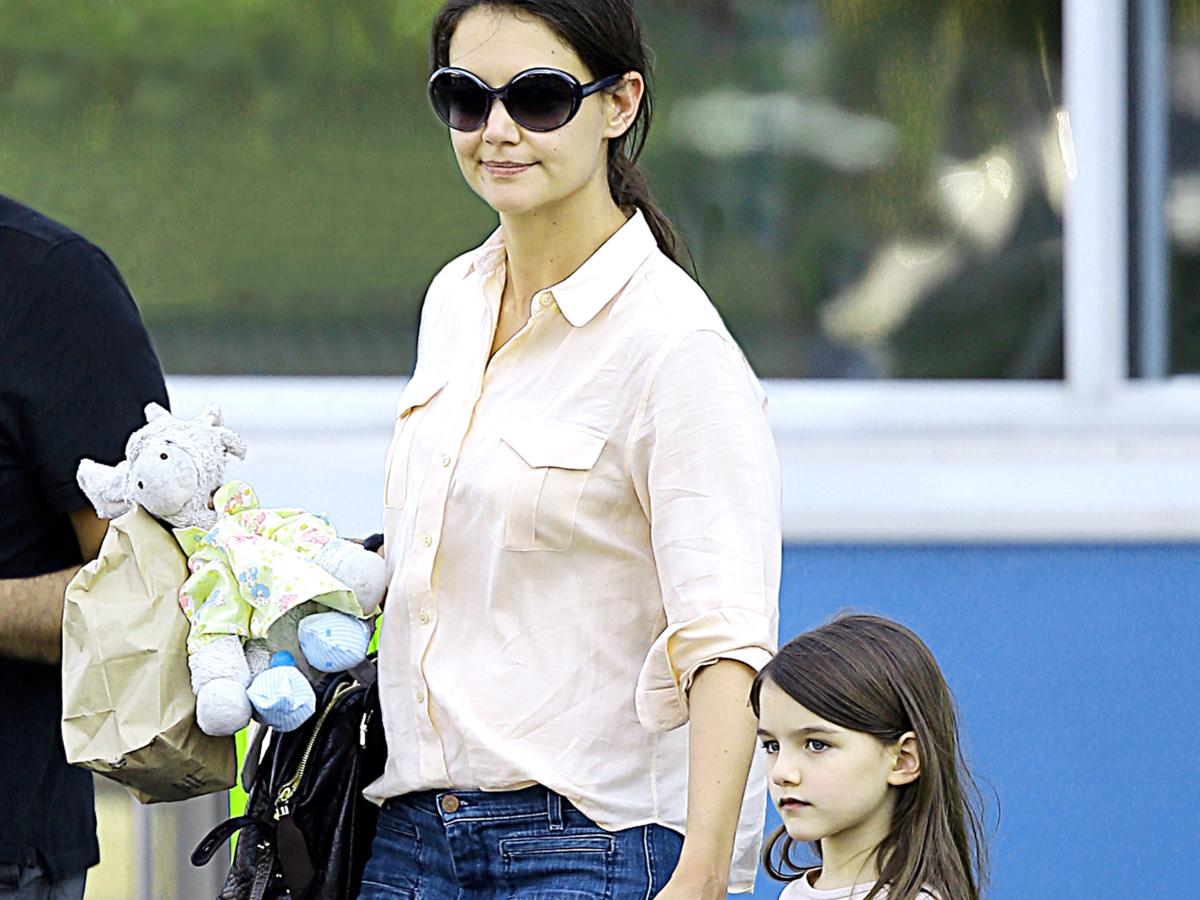 H Suri Cruise μεγάλωσε και φαίνεται να ακολουθεί το στιλ της μαμάς της