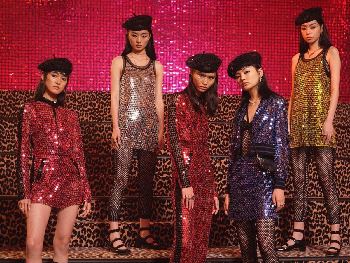 Ο Dior μεταμορφώνει ένα κλασικό αξεσουάρ που όλες έχουμε στην ντουλάπα μας