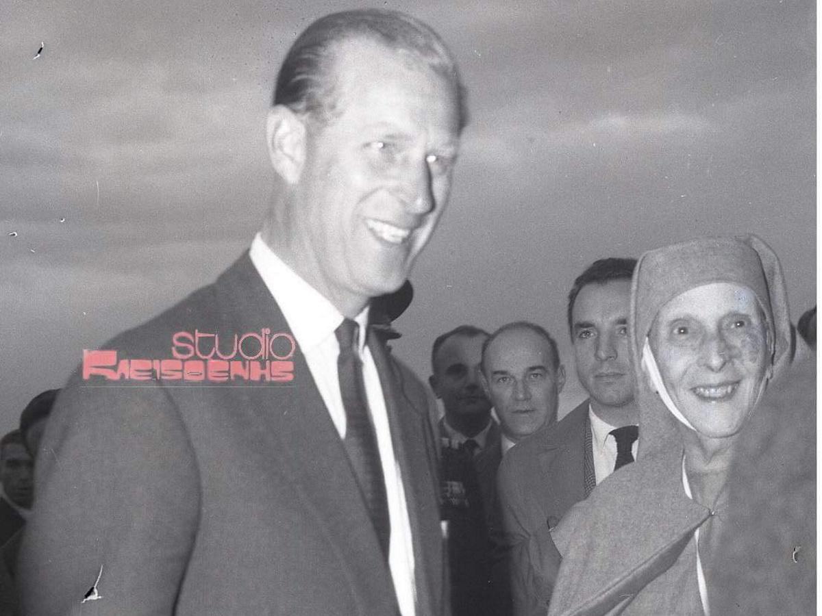 Πρίγκιπας Φίλιππος: Σπάνιες φωτογραφίες από την επίσκεψή του στην Ελλάδα το 1965 με την μητέρα του