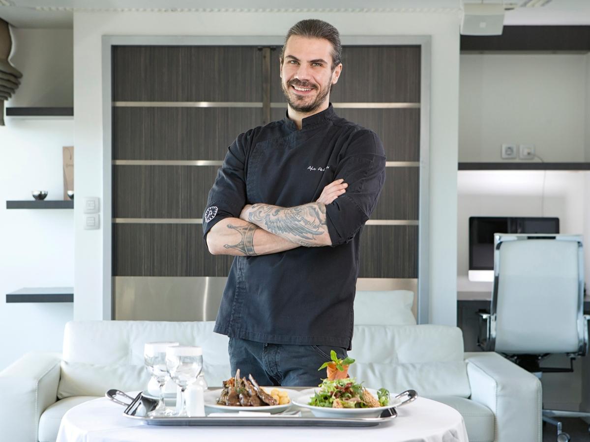 Το ΜΗΤΕΡΑ καλωσορίζει στην κουζίνα του τον σεφ Άκη Πετρετζίκη