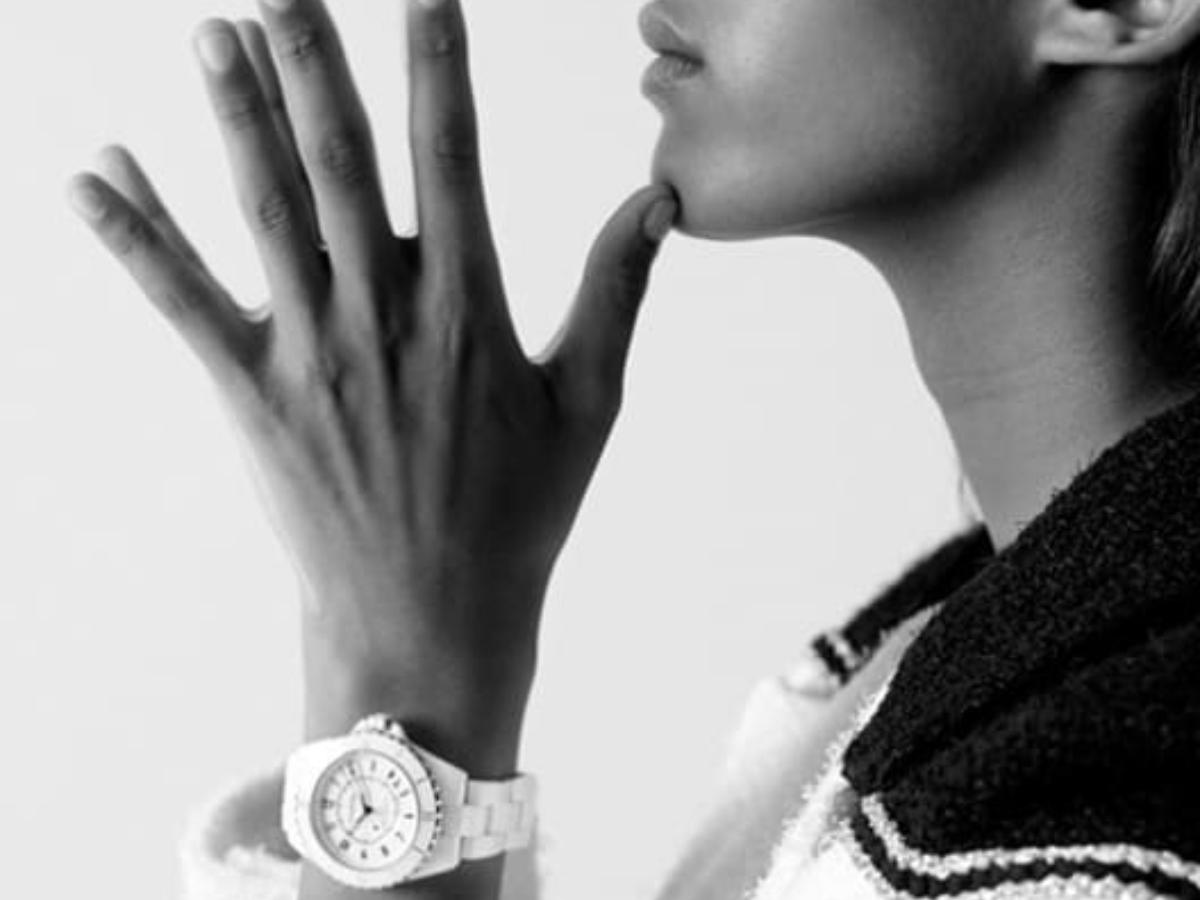 Η Chanel μας παρουσιάζει το iconic ρολόι J12 με ένα υπέροχο video