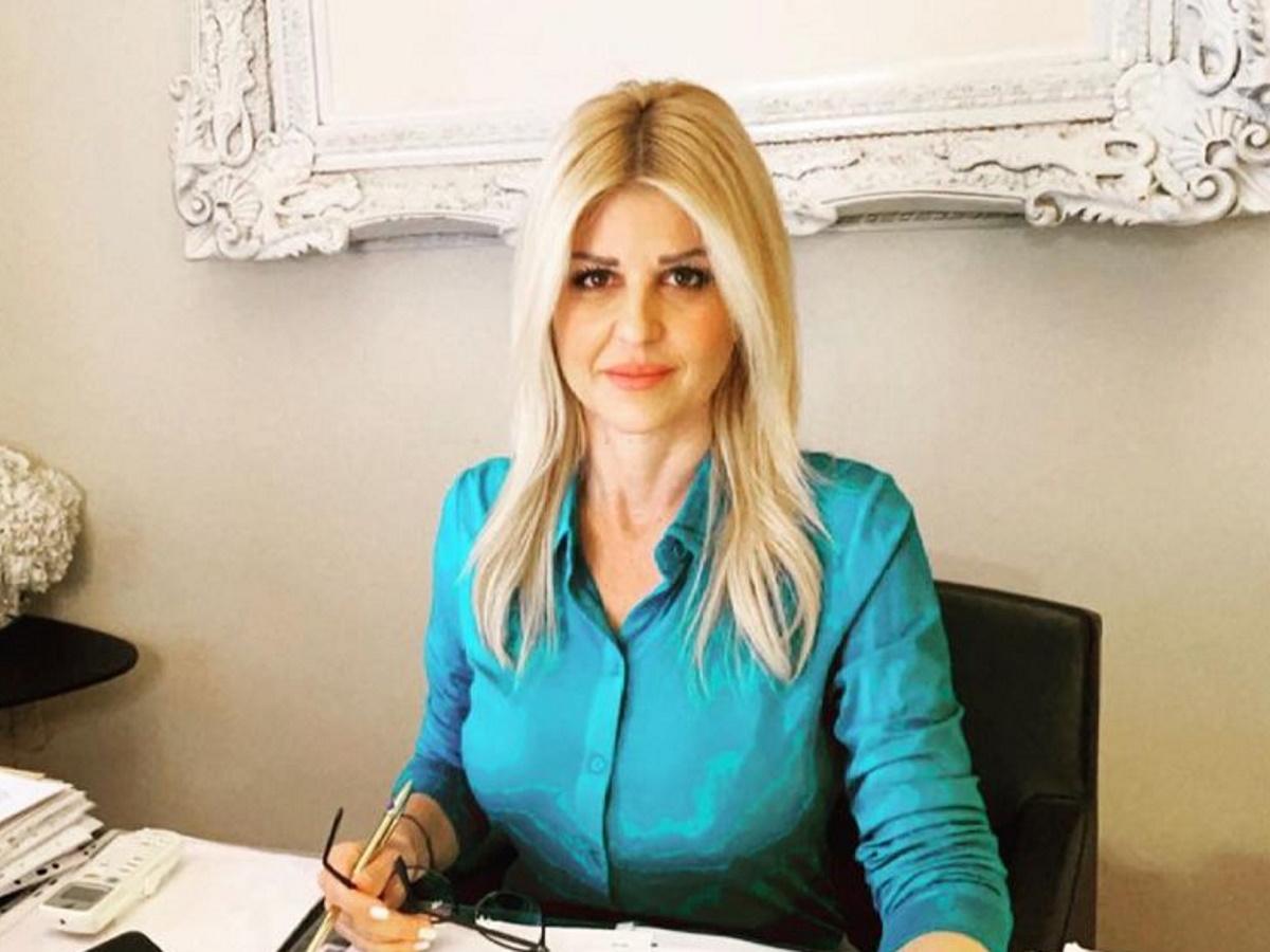 Έλενα Ράπτη: Έκανε την πιο chic εμφάνιση στη Βουλή – Δες τι φόρεσε