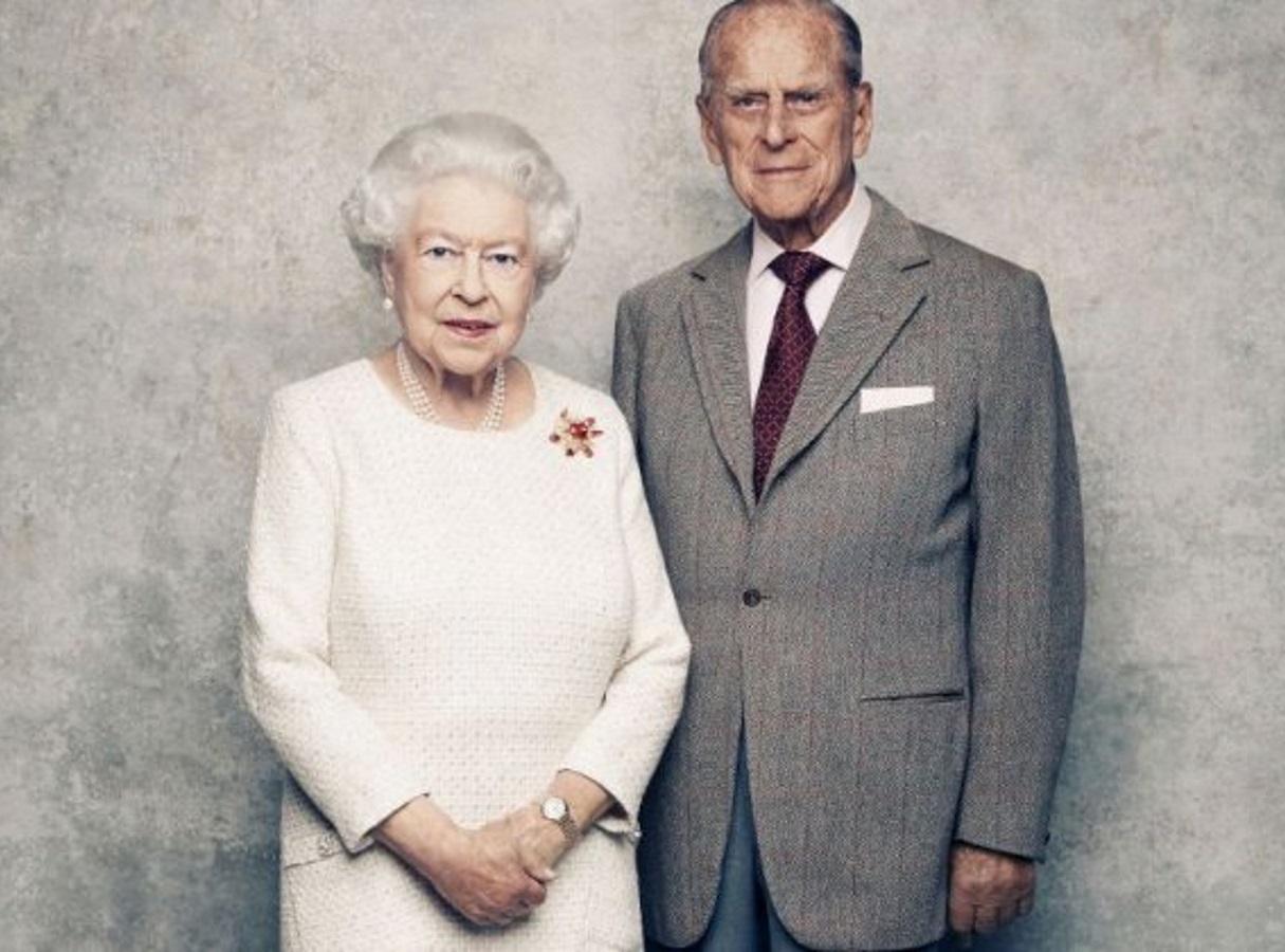 Βασίλισσα Ελισάβετ – Πρίγκιπας Φίλιππος: Η γνωριμία, ο κεραυνοβόλος έρωτας και τα 73 χρόνια γάμου