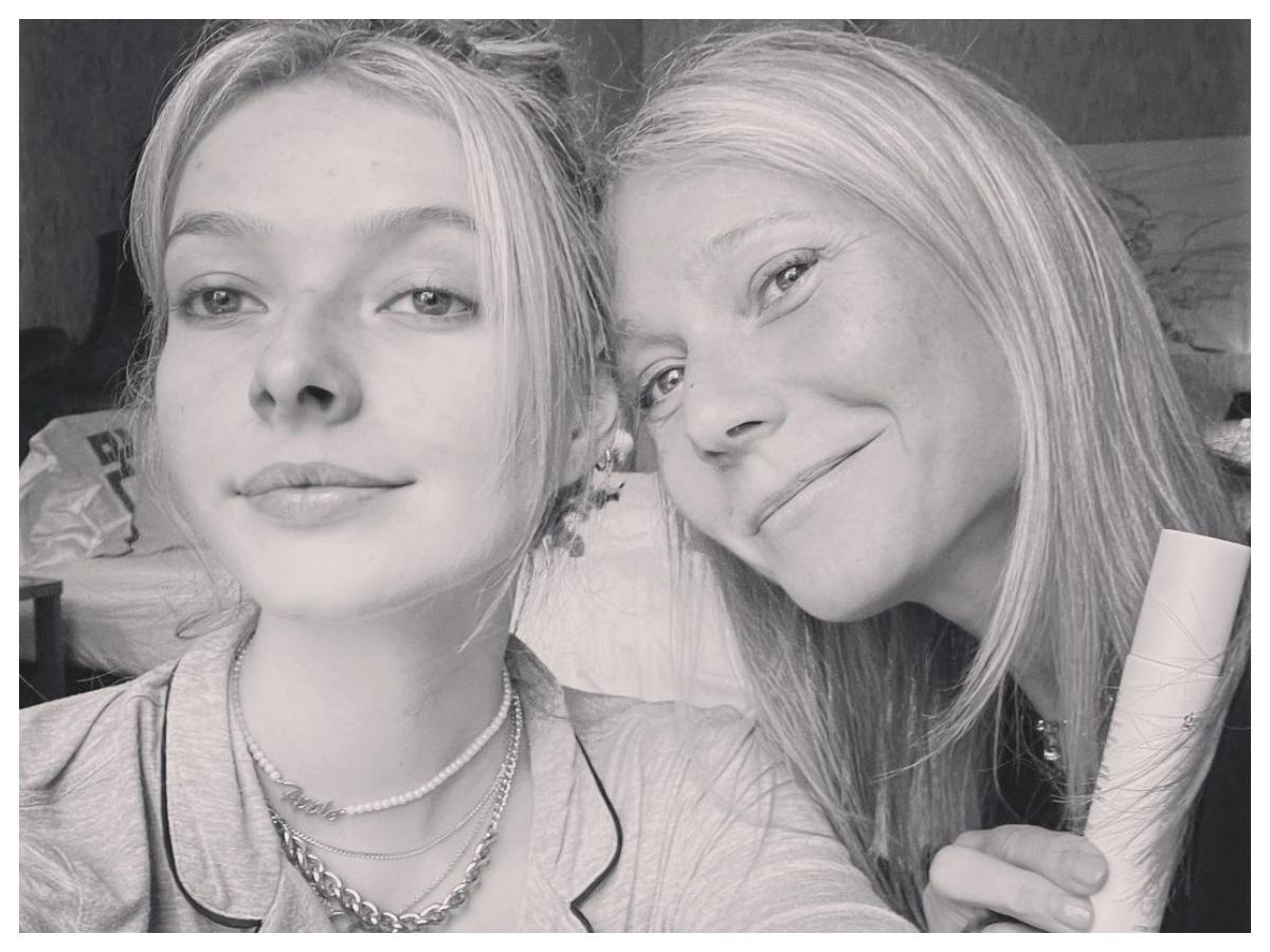Η κόρη της Gwyneth Paltrow διακωμωδεί το beauty routine της μητέρας της σε αυτό το βίντεο