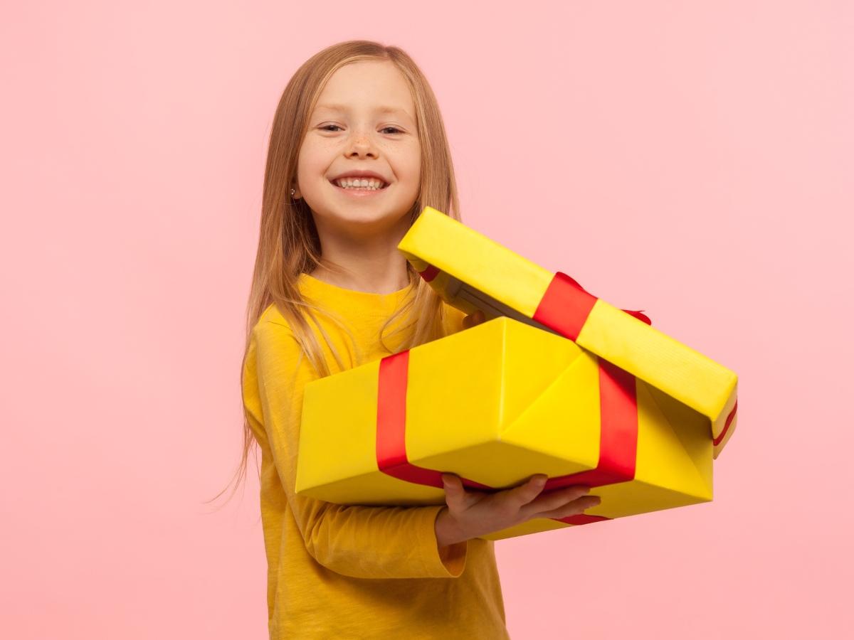 Είσαι νονά; Τα cool δώρα που θα λατρέψει το βαφτιστήρι σου και θα φροντίσουν την τσέπη σου