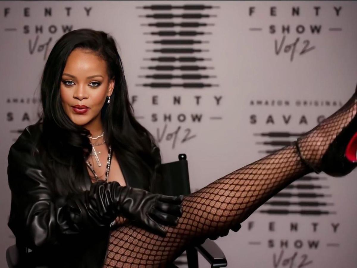H Rihanna συνδυάζει δαντελένιο κορμάκι με φόρμα και πάει για… δείπνο!