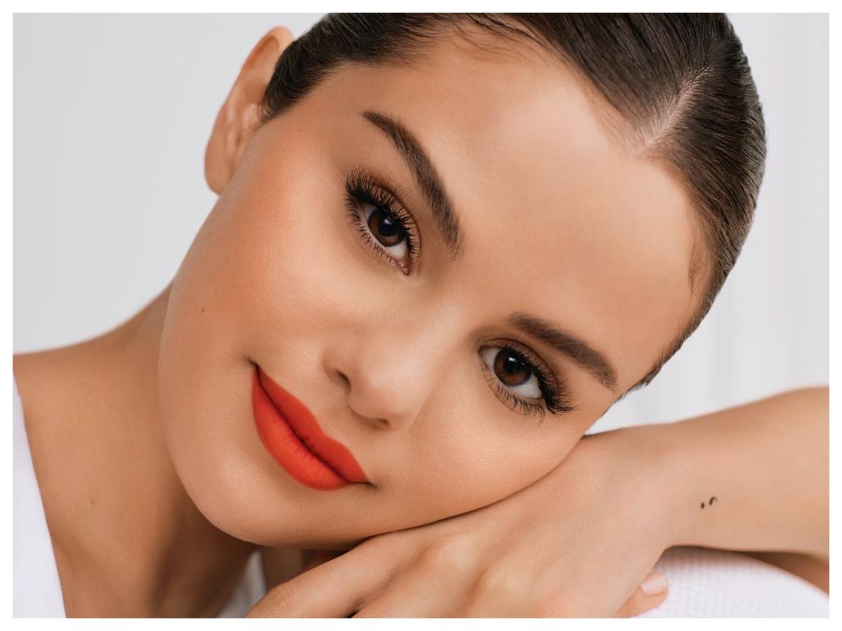 Αυτό είναι το πιο αγαπημένο μακιγιάζ της Selena Gomez για καλοκαίρι! Πώς το κάνει βήμα- βήμα