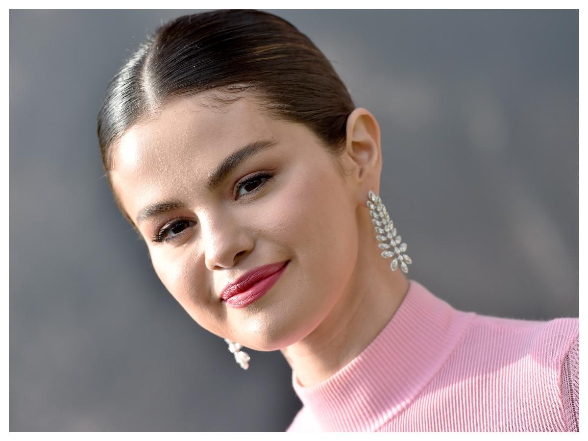Η Selena Gomez μόλις μας έδειξε το τελειότερο μακιγιάζ για την άνοιξη