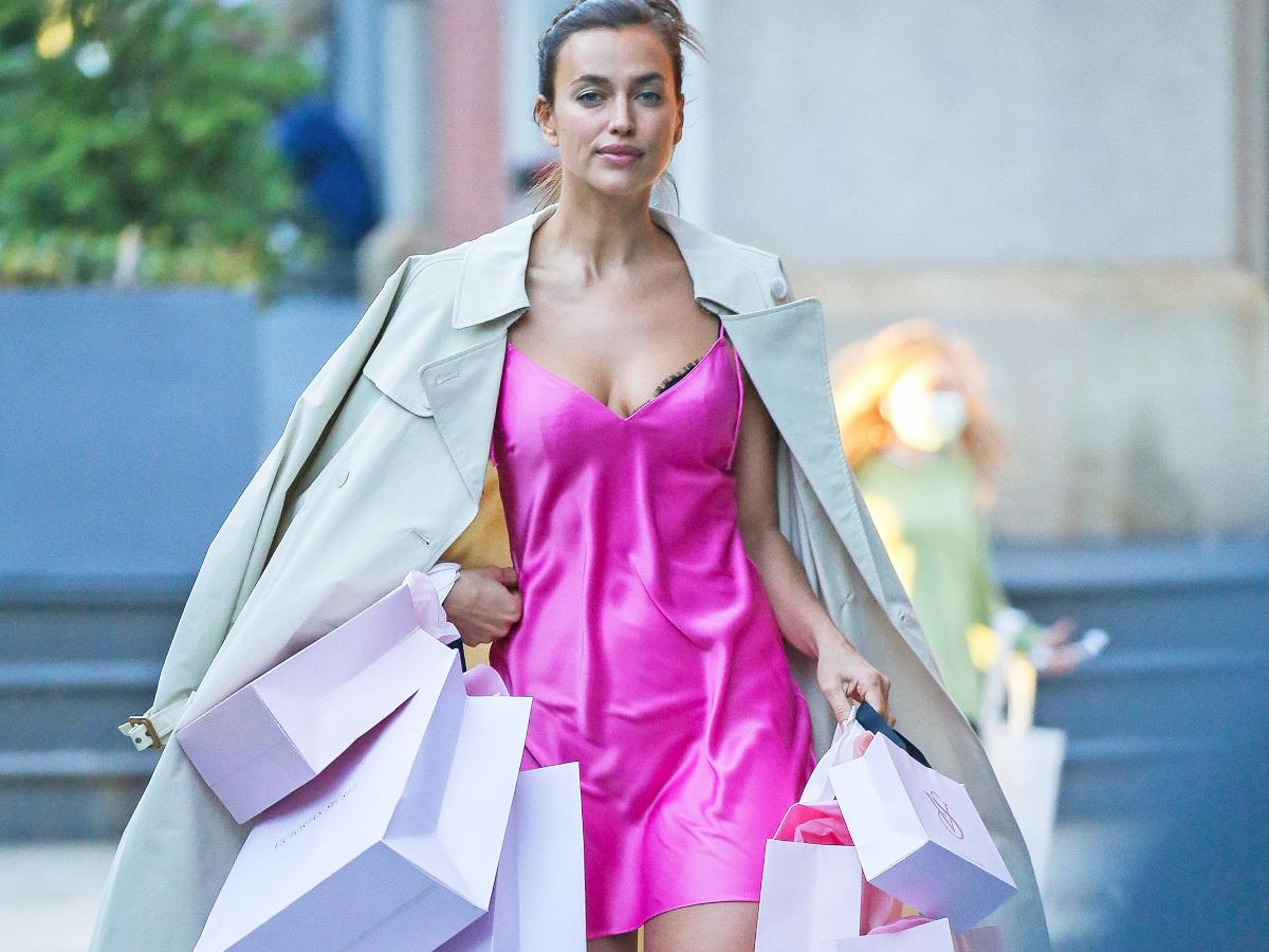 Η Irina Shayk βγήκε για shopping φορώντας το… νυχτικό της!