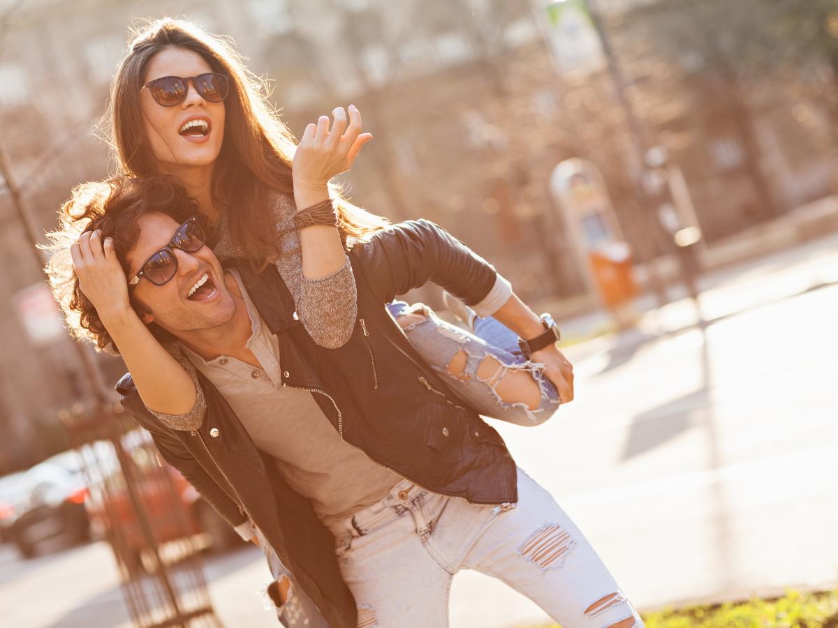 Με ποια κριτήρια επιλέγουν σύντροφο οι γυναίκες και με ποια οι άντρες;