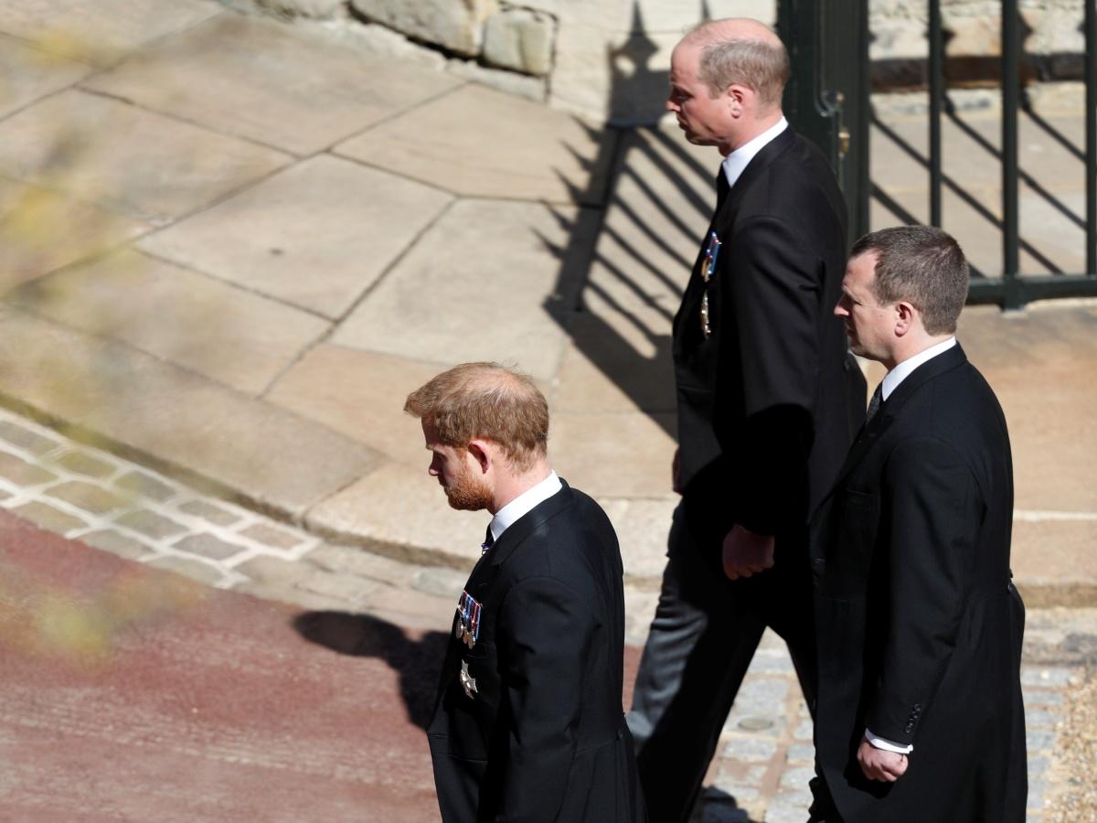 Πρίγκιπας William και Harry: Η στιγμή που ήρθαν κοντά μετά από καιρό στην κηδεία του παππού τους