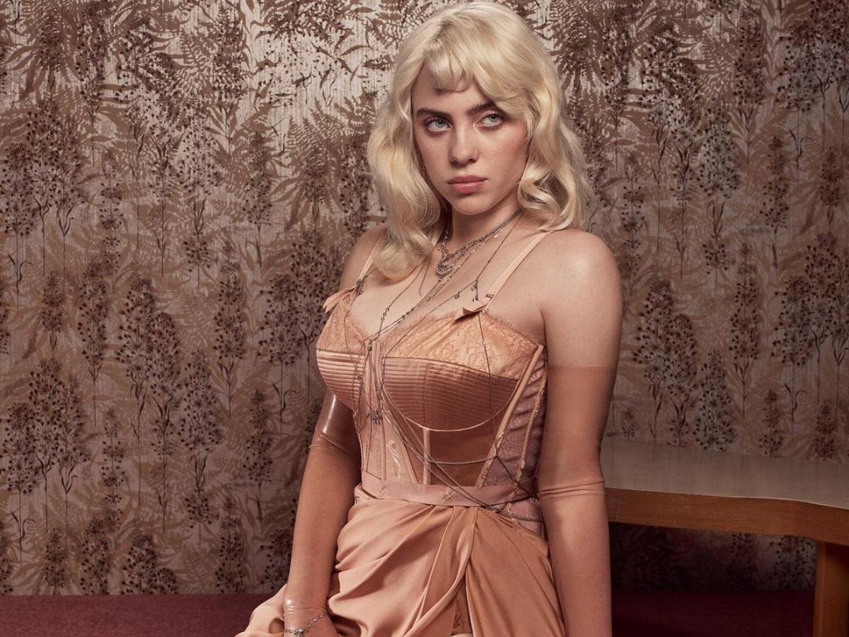 Η Billie Eilish άλλαξε εντελώς το στιλ της και ποζάρει αγνώριστη για την Vogue