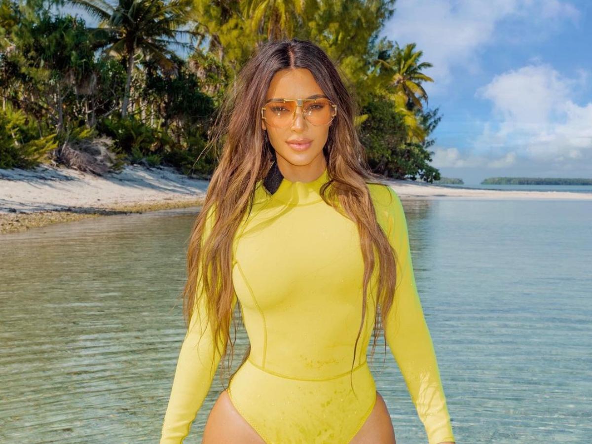 Kim Kardashian: To αξεσουάρ που συνδυάζει πάντα με το μαγιό της