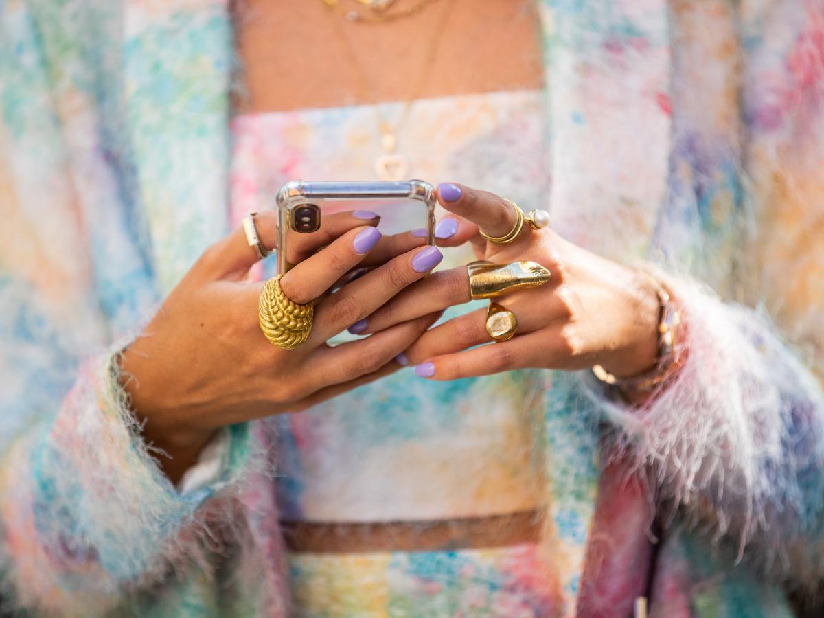 To μυστικό που θα κάνει τα faux κοσμήματα σου να λάμψουν ξανά