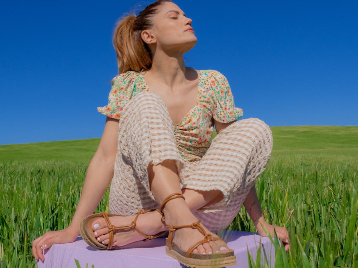 Η νέα συλλογή παπουτσιών της Μαίρης Συνατσάκη οδηγεί τα βήματά μας σε ένα πολύχρωμο καλοκαίρι!